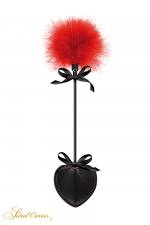Tapette pique avec pompon rouge - Sweet Caress : Mini cravache légère pour jeux BDSM softs, avec un pique en guise de claquette et un pompon rouge à l'autre extrémité.